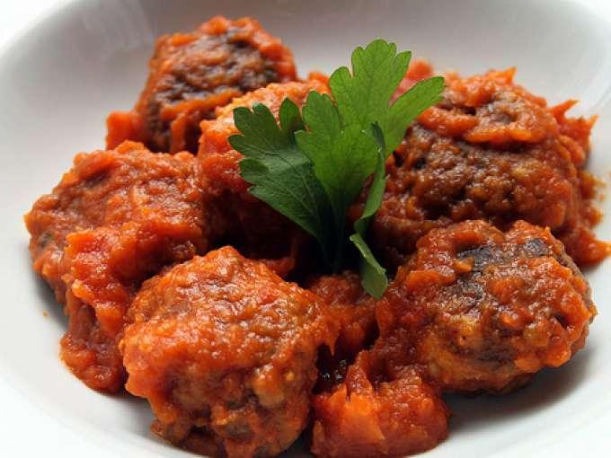 Albóndigas de caballa en salsa de tomate