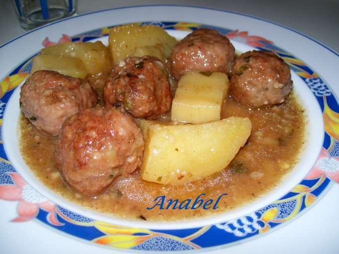 Albondigas en salsa de avellana y almendras receta petitchef - Acompanamiento para albondigas ...