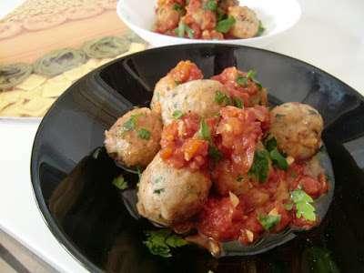 Alb ndigas de at n en salsa receta petitchef - Acompanamiento para albondigas ...