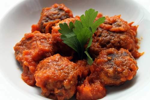 Alb ndigas de caballa en salsa de tomate receta petitchef - Acompanamiento para albondigas ...