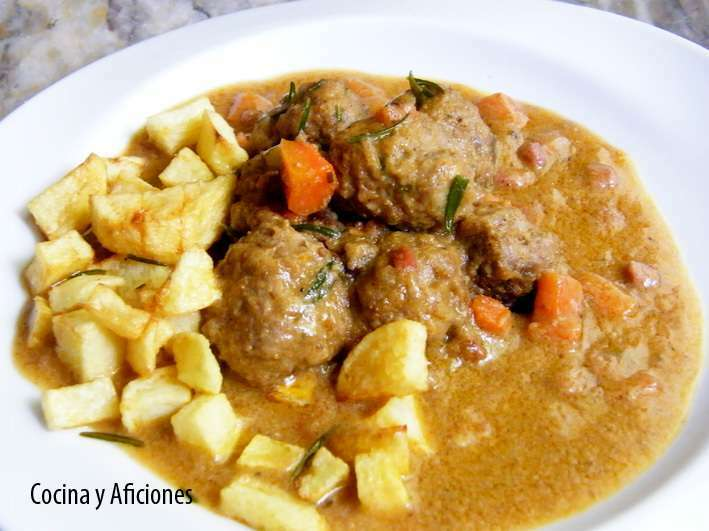 Alb ndigas en salsa de cebolla y zanahoria receta petitchef - Acompanamiento para albondigas ...