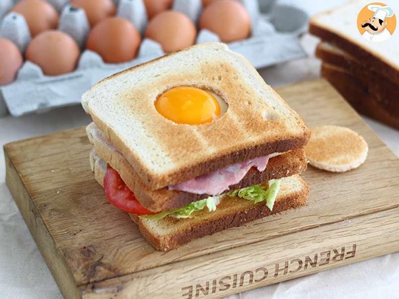 Sandwich Club Con Huevo