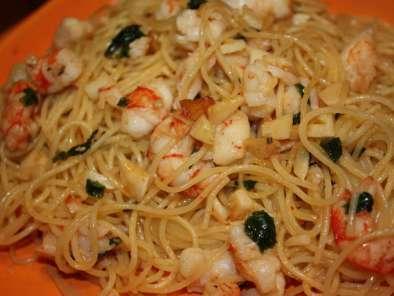 Espaguetis con langostinos ajo y perejil receta petitchef for Espaguetis con ajo y perejil