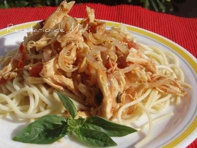 Espaguetis Con Pollo Desmechado