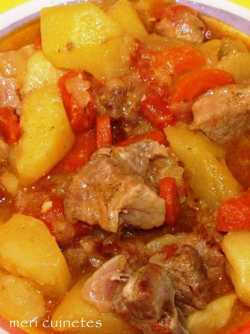 Estofado de cerdo con patatas olla r pida receta petitchef for Corzo con patatas