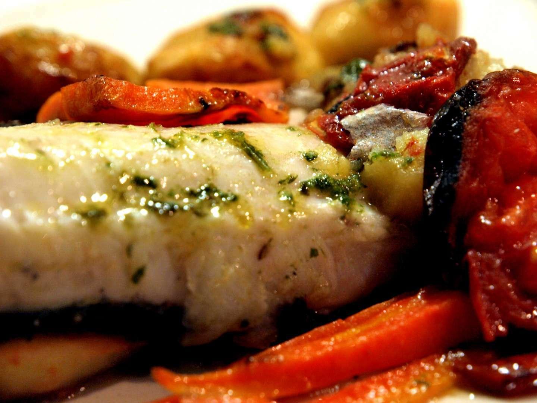 Merluza al horno con verduras receta petitchef - Cocinar merluza al horno ...