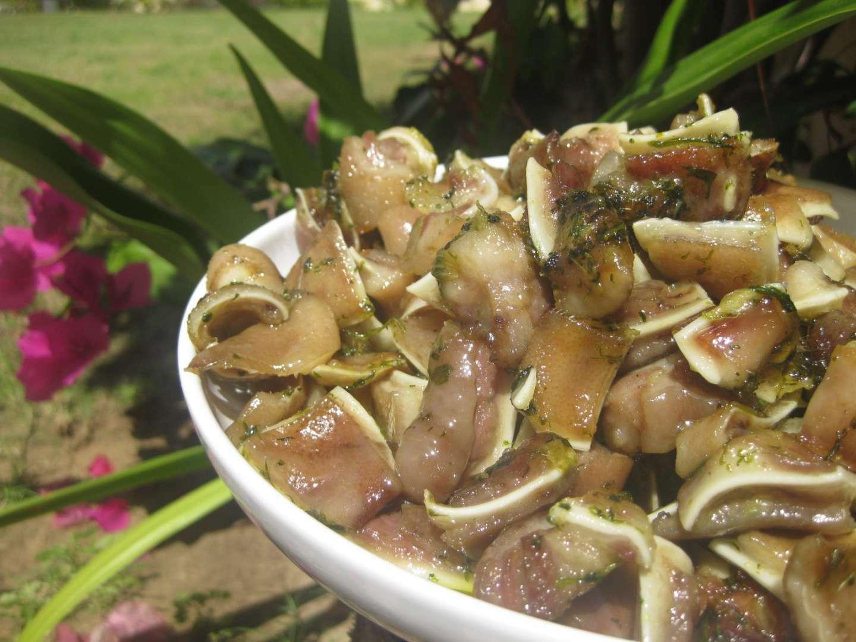 Oreja de cerdo con ajo y perejil receta petitchef for Cocinar oreja de cerdo