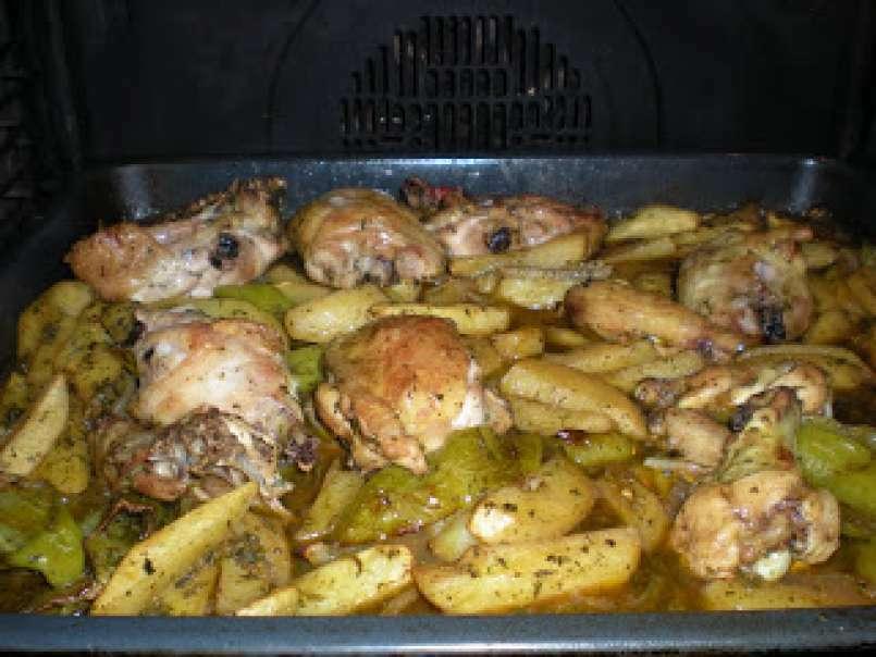 Pollo al horno con patatas y pimientos