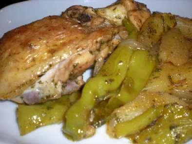 Pollo al horno con patatas y pimientos, Receta Petitchef