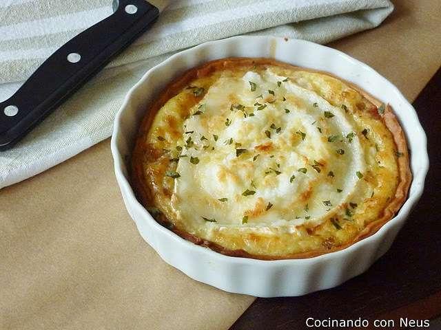 Tarta de cebolla caramelizada con queso de cabra receta for Cocinar queso de cabra