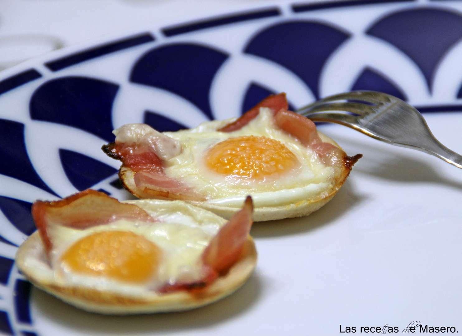 Tartaletas de pan de molde con beicon y huevo de codorniz Receta